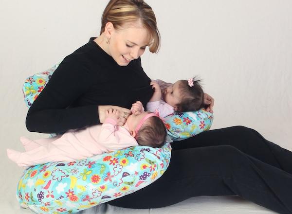 coussin d 39 allaitement sp cial jumeaux. Black Bedroom Furniture Sets. Home Design Ideas